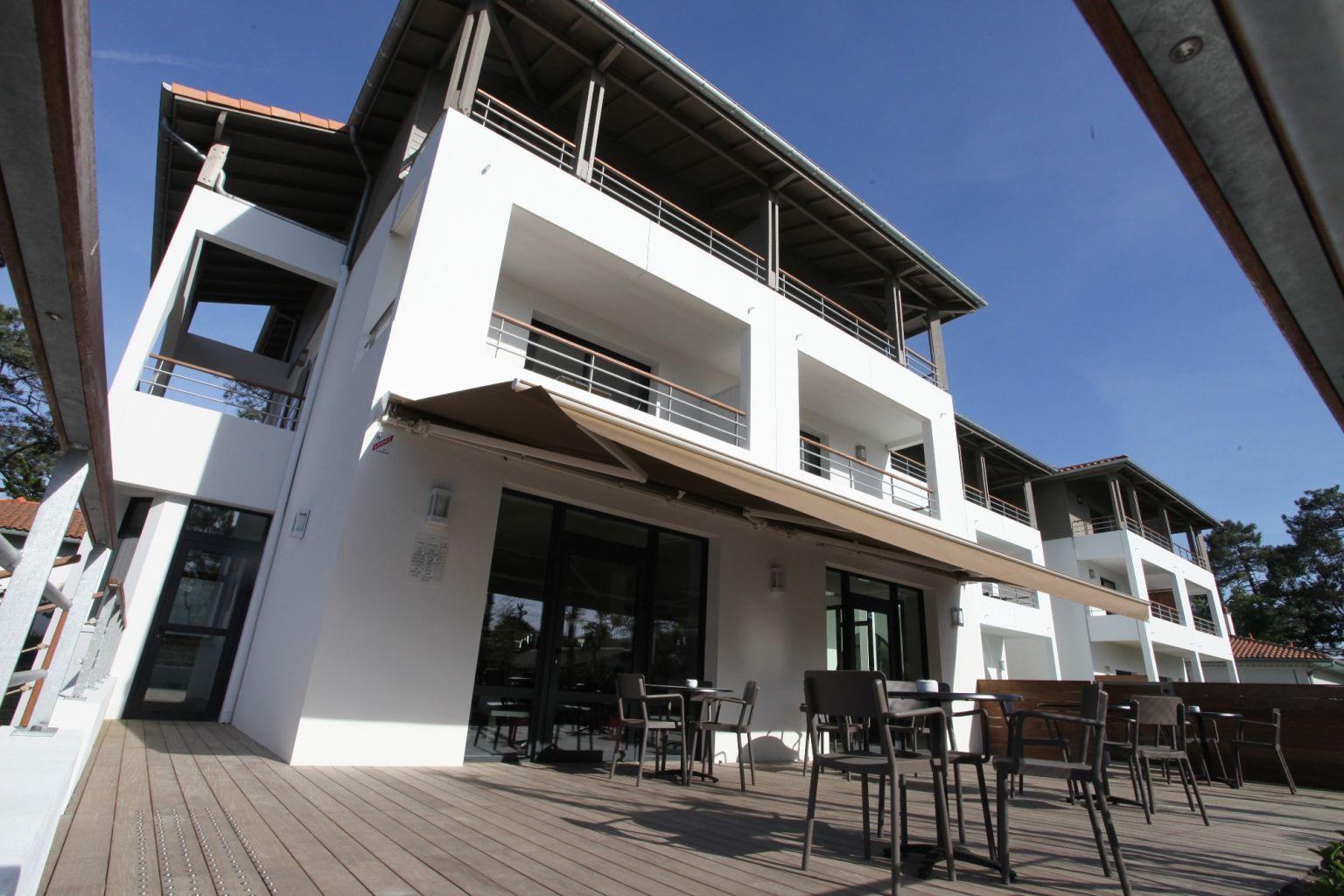 Stores cousseau h tel 202 hossegor for Appart hotel hossegor